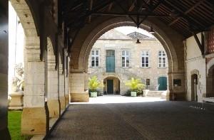 Halle-de-la-mairie-de-Bazas